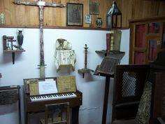 Artículos antiguos  Algunos de los artículos traídos por los primeros pobladores de La Colonia Tovar.