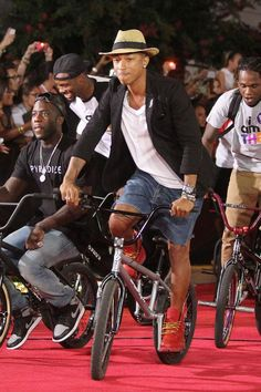 Pharell - Because I am happy, short man with lots of style …. don't fancy shorter men than myself but then ja hey!