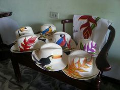 sombreros de mujer pintados - Buscar con Google Painted Hats, Hand Painted, Drawing Hats, Hat Decoration, Diy Hat, Hat Pins, Hat Making, Fabric Painting, Diy And Crafts