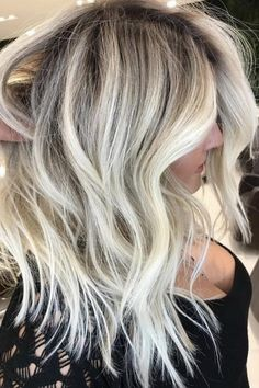 20 Best Hair Color Ideas for Lazy Girls to Keep in These beautiful and trendy hair color shades 2017 2018 are best for chic and lazy girls. They can create it easily because it is low maintenance and timeless. Hair Color Shades, Cool Hair Color, Hair Colors, Medium Hair Styles, Curly Hair Styles, Funky Hairstyles, Trending Hairstyles, Blonde Hairstyles, Wave Hairstyles