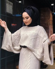 Image may contain: 1 person closeup Tesettür Eşarp Modelleri 2020 Modern Hijab Fashion, Abaya Fashion, Muslim Fashion, Fashion Dresses, Hijab Dress, Hijab Outfit, Hijab Mode Inspiration, Estilo Abaya, Online Fitness