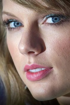 the-swift-squad: thisloveispizza: celebritycloseup: taylor swift - very hq i feel like she has taken my soul I feel like she's in the room with me