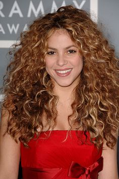 The Most Iconic Curly Hairstyles - Shakira