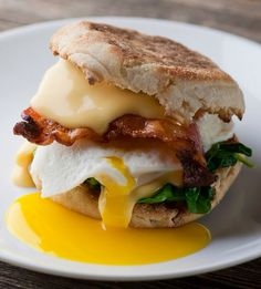 Http: Discover The Best Breakfast Sandwich! - Framed Cooks Heres the recipe for the best breakfast sandwich EVER. Crispy bacon melty cheese creamy egg all on a buttered English muffin. Breakfast Sandwich Recipes, Breakfast Desayunos, Breakfast Dishes, Breakfast Ideas, Sandwich Ideas, Perfect Breakfast, Breakfast That Keeps You Full, English Muffin Breakfast, Gourmet Breakfast