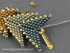 Dracconis – smocze kolczyki – tutorial   Royal-Stone blog Peyote Beading Patterns, Beaded Earrings Patterns, Loom Beading, Bead Earrings, Peyote Stitch Patterns, Beaded Bracelets, Handmade Beaded Jewelry, Bead Jewellery, Make Jewelry