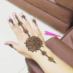 Here is a very simple idea how to make beautiful Henna Design for girls. Must try this Mehndi Design. Mehndi Designs 2018, Stylish Mehndi Designs, Henna Designs Easy, Beautiful Henna Designs, Mehndi Designs For Hands, Henna Tattoo Designs, Mehandi Designs, Henna Tattoos, Floral Tattoos