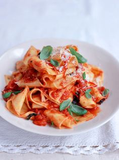 Emma likes this easy pasta recipe from Jamie Oliver, Home made pappardelle with quick tomato sauce Sauce Recipes, Pasta Recipes, Cooking Recipes, Recipes With Homemade Pasta, Homemade Sauce, Pappardelle Recipe, Parpadelle Pasta Recipe, Tagliatelle Pasta, Penne