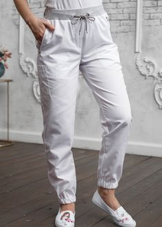 New medical scrubs fashion outfits 55 ideas Spa Uniform, Scrubs Uniform, Scrubs Outfit, Scrub Jackets, Medical Uniforms, Diy Couture, Medical Scrubs, Scrub Pants, Online Clothing Stores