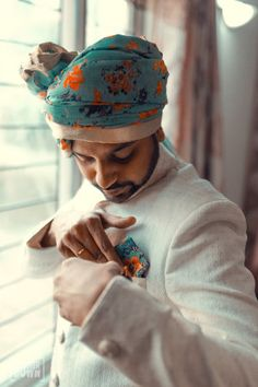 Beautiful turquoise and tangerine floral print safas for the groom to be | WedMeGood| #wedmegood #indianweddings #floralprint #safas #groomtobe #colourful