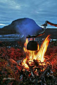 Campfire by Tsahkal lake lake of Kilpisjärvi, Finnish Lapland by Ismo Pekkarinen Nature Pictures, Cool Pictures, Lapland Finland, Adventure Aesthetic, Bushcraft Camping, Camping Life, Winter Landscape, Outdoor Life, Love Photography