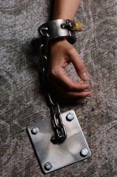 Floor shackle