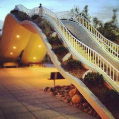 Fun way of incorporating architecture into roof top garden for a large park effect.