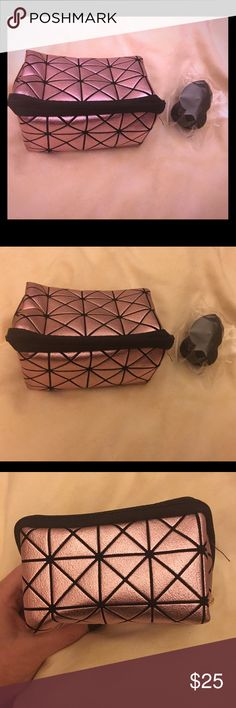 Black Anastasia Beverly Hills makeup sponge & case Anastasia Beverly Hills black makeup sponge similar to Beauty Blenders. Comes new in package with carrying case/makeup bag. Anastasia Beverly Hills Makeup Brushes & Tools