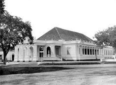 Batavia Schouwburg, also known as komedie gebouw or rumah komedie 1865