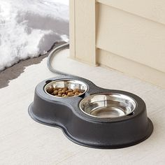 The Heated Outdoor Cat Bowls - Hammacher Schlemmer