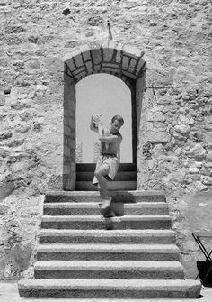Joan Leigh Fermor. Φωτογράφος και αγαπημένη Μουσείο Μπενάκη Ελληνικού Πολιτισμού - Καρδαμύλη Πάτρικ Λι Φέρμορ - ελcblog - exhibitionism - ελcBlog - elculture.gr Patrick Leigh Fermor, Alberto Giacometti, Photography Articles, Artist Names, France Travel, Athens, Summertime, Greece, Mona Lisa