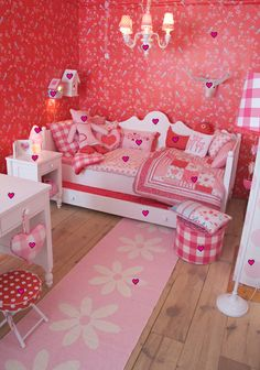Een echte #meidenkamer in de kleuren rood, roze en wit | A real girl's room! #kidsroom