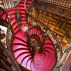 La Librería Lello e Irmão, también conocida como Librería Chardron o simplemente Librería Lello es una librería situada en el centro histórico de la ciudad de Oporto, Portugal.