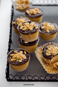 mini reese's peanut butter and cracker cheesecakes. Sweet Recipes, Cake Recipes, Dessert Recipes, Pie Dessert, Eat Dessert First, Cheesecakes, Yummy Treats, Yummy Food, Butter Cupcakes
