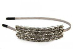 Des idées de coiffures avec bijoux de tête pour mariage, cérémonie, quelques conseils pour cheveux courts, longs, strass, paillettes, plumes pas cher.