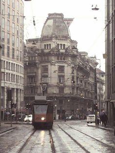 Una strada del centro di Milano