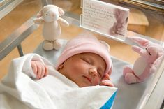 Newborn Care - a super detailed bullet list from doctors. This is the most helpful list I've seen about newborn care
