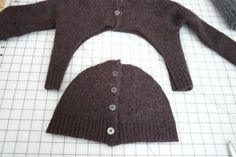 old sweater=arm warmers & hat set. I might need to do this to those pesky sweaters that have shrunk! Recycled Sweaters, Wool Sweaters, Sewing Hacks, Sewing Crafts, Sewing Ideas, Alter Pullover, Recycle Old Clothes, Sweater Hat, Wool Cardigan