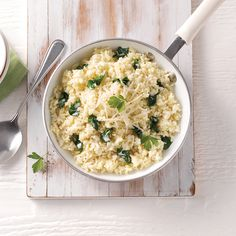 Riz crémeux au fromage et épinards - 5 ingredients 15 minutes Quinoa Dishes, Spinach, Vegetarian Recipes, Side Dishes, Clean Eating, Food And Drink, Nutrition, Rice, Vegan