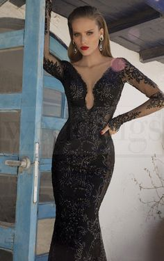 Per una serata speciale a due sensualità e femminilità allo stato puro. Stregata dalla Luna, la nuova collezione di abiti da sera di Galia Lahav Saturn. Model n. 1454