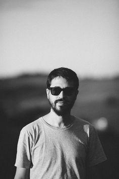 """O cantor e compositor Bruno Roberti volta ao palco do Puxadinho da Praça, apresentando as canções de seu álbum de estreia, """"Lar"""". A casa abre as 21h e os ingressos custam R$15 até as 23h e R$20 depois disso."""