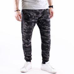#Тъмен #камуфлажен панталон Army polo със #супер голям десен джоб, закопчаващ се с #цип - едновременно ефектен и функционален.