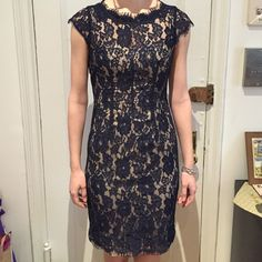 Monique Lhuillier Size 4 Dress Stunning dress in navy lace, beautiful detail with an open back and ribbing on the front. Perfect for weddings, proms, you name it! Excellent condition. Monique Lhuillier Dresses Prom