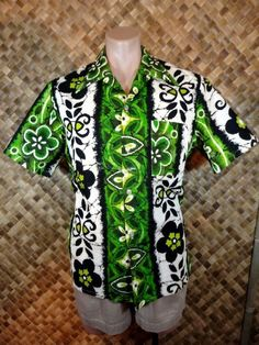 Vintage 1970s PENNEY'S TOWNCRAFT mens HAWAIIAN FLOWER POWER Print Shirt - Large