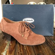 """Dr. Scholl's Brown Suede Booties 2.5"""" heel // brown leather // lace up // shows very little wear and I still have the box // very comfortable soles // fabulous shoes for fall Dr. Scholl's Shoes Ankle Boots & Booties"""