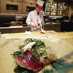 カツオのタタキ プライベートだったからにんにくスライスたっぷりと頂いた 負担タタキあんまり好きちゃうけど ここのはホンマにクセになる美味しさだったな #カツオ#タタキ#魚#美味しい#和食 #松庵#北新地#日本酒#夜#晩ごはん #大人#おそとごはん#大阪 #dinner#delicious#fish#katsuo#tataki #foodporn#foodie#kitashinchi#Osaka #먹스타그램#저녁#오사카#일식#일본음식 by vee811