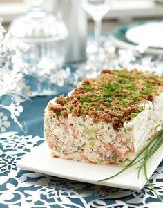 Ruispintainen lohi-kurkkuhyytelö Seafood Dishes, Seafood Recipes, Ketogenic Recipes, Vegan Recipes, Finnish Recipes, Savory Snacks, High Tea, Love Food, Food Porn