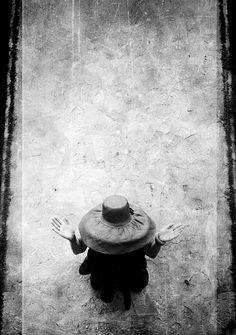Lily Dache1956 | Lily Dache hat © William KLEIN