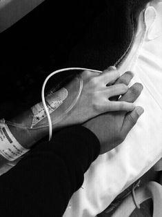 Toda pareja pasa por momentos deciles..algunos...hacen que se quiebre el amor..no no romperse...tenemos que darnos cuenta de todo el amor que nos da esa persona que tenemos a nuestro lado..por que si la evitamos..podemos perderla..frente a nuestros ojos...nunca dejes de cuidar lo que que tienes por que hay muchos que lo quieren..