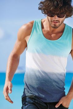 Marlon teixeira rocks next summer beach style Vw Beach, Beach Bum, Summer Beach, Marlon Teixeira, Fashion Moda, Mens Fashion, Outfit Strand, Hot Guys, Photo Summer