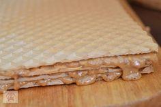 Prajitura cu foi de napolitane si crema caramel - CAIETUL CU RETETE Creme Caramel, Biscuits, Bread, Food, Pain Au Chocolat, Bakken, Crack Crackers, Creme Brulee, Cookies