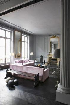 Lilac Sofas, Gray walls