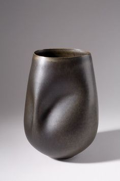 sara flynn - porcelain vessels: Soft Spine Vessel