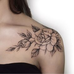 Stunning Floral Shoulder Tattoo Designs You Must Have; Front Shoulder Tattoos, Shoulder Tattoos For Women, Flower Tattoo Shoulder, Floral Shoulder Tattoos, Tattoo Floral, Bone Tattoos, Body Art Tattoos, Sleeve Tattoos, Tatoos