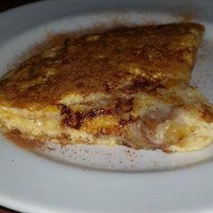 X-Mico hoje. Não largamos mais!  X-MICO DA DJU ✔️Em uma frigideira, esquente 1 banana amassada em um pouco de óleo de coco. ✔️Adicione 1 ovo batido e deixe cozinhar como uma panqueca. ✔️Quando o lado de baixo estiver dourado, vire e cozinhe o outro lado. ✔️Cubra com queijo e pasta de oleaginosas (ou requeijão), dobre ao meio e tampe a panela. ✔️Salpique canela por cima e sirva. // DJU'S X-MICO ✔️In a frying pan, heat 1 mashed banana in a
