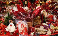 """Cosa c'è di meglio per gli innamorati del Natale che tuffarsi in un negozio che si chiama """"Bottega del Natale"""" per cercare gli addobbi e le..."""