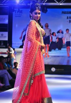 Look at the dupatta. Bollywood Gossip, Bollywood Actress, Ethnic Fashion, Indian Fashion, Classic Style, Classic Fashion, Event Photos, Saree Wedding, Lehenga Choli