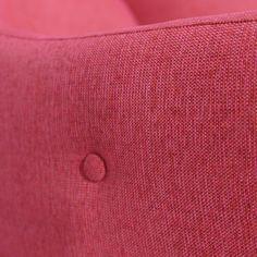 Käsintehdyt yksityiskohdat lepotuolin käsinojassa | Handmade details on the armrest  #pohjanmaan #pohjanmaankaluste #käsintehty