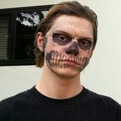 Image discovered by Andy. Find images and videos about american horror story, ahs and evan peters on We Heart It - the app to get lost in what you love. Evan Peters, Tate And Violet, Tate Y Violeta, Beautiful Boys, Pretty Boys, American Horror Story 3, Harry Styles, Photocollage, Baguio