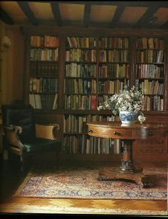 English cottage library. Credit unknown.