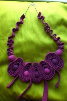 Medium Necklaces – Necklace realised in shade of purple felt – a unique product by ilcilindrodelleidee on DaWanda Felt Necklace, Fabric Necklace, Textile Jewelry, Fabric Jewelry, Jewellery, Fabric Beads, Fabric Art, Felt Flowers, Fabric Flowers